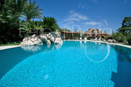 Luxury villa with pool and park for rent to spend a holiday in Puglia, in Lecce