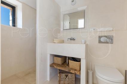 The en suite shower room, in the third double bedroom