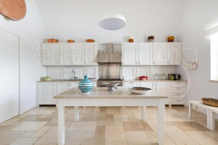 kitchen: white and contemporaneity