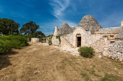 trulli e typical houses - Cisternino ( Brindisi ) - Trulli di Monte Reale