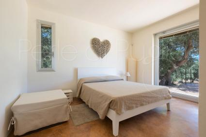 Double bedroom with a large window and direct access to the garden