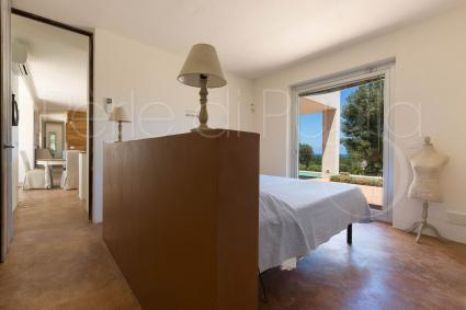 The third double bedroom with pretty abat jour
