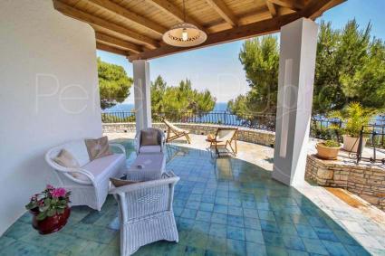 Un balcone affacciato sul mare per vacanze da sogno in Puglia