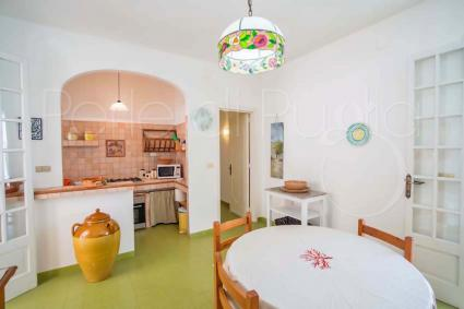 La cucina abitabile della villa