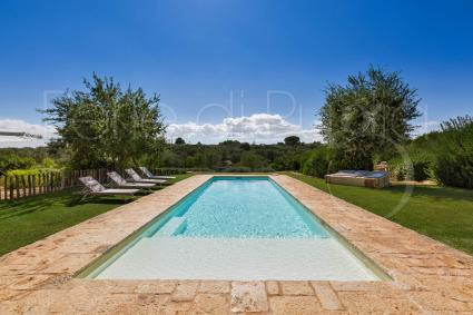 Holiday villa consisting of trulli with a pool in Valle d`Itria