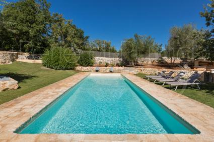 The beautiful pool overlooking the garden is fenced and equipped with a solarium on the lawn