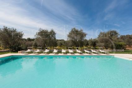The large pool of the villa, to spend days of pure relaxation