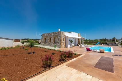 Nice luxury villa with swimming pool, internet, heating, a few km from the sea and from Leuca