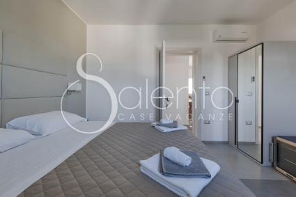 Camera matrimoniale 2, con bagno, frigobar e aria condizionata