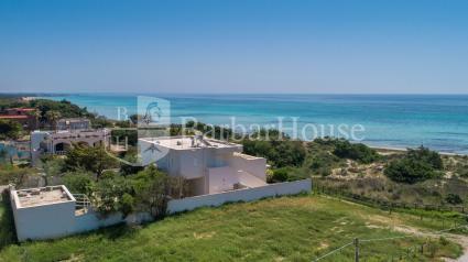 La villa vista dal drone offre 4 case vacanze