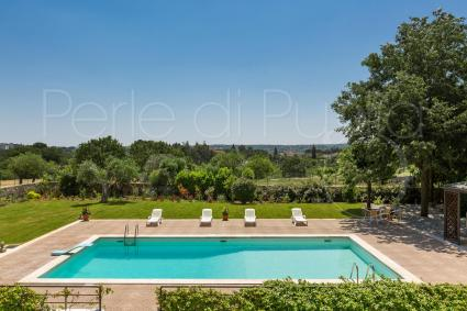 Luxury villa for rent with pool and other accessories for vacations in Apulia