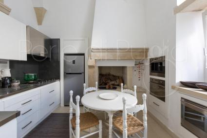 The kitchen is modern and well equipped to cook in a happy and stress-free environment