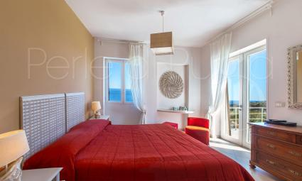 double bedroom on the first floor with balcony, sea view and private bathroom