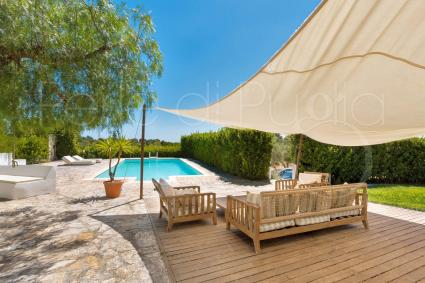 The trullo with swimming pool accommodates up to 6 guests