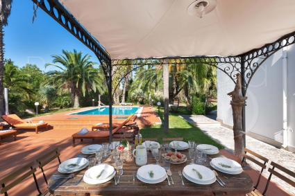 You can have lunch and dinner with pool view