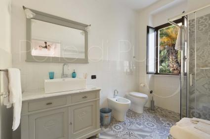 The 2 bedrooms of Anna share a comfortable bathroom with shower